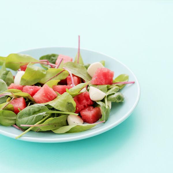 Salată de pepene cu spanac şi mentă