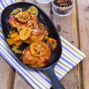 Masa pentru întreaga familie, într-o tavă: friptură de pui și garnitură la cuptor